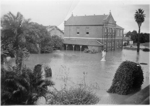 St Mary's Maitland during the 1949 Maitland flood.