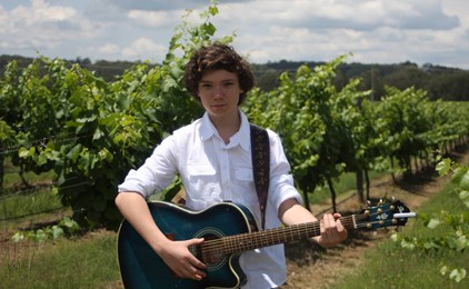 Image:Finnian sings his way to Gympie