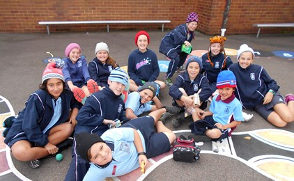 Image:Beanie for Brain Cancer day at St Peter's