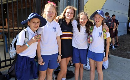Image:Year 6 students get a taste of high school at St Pius X